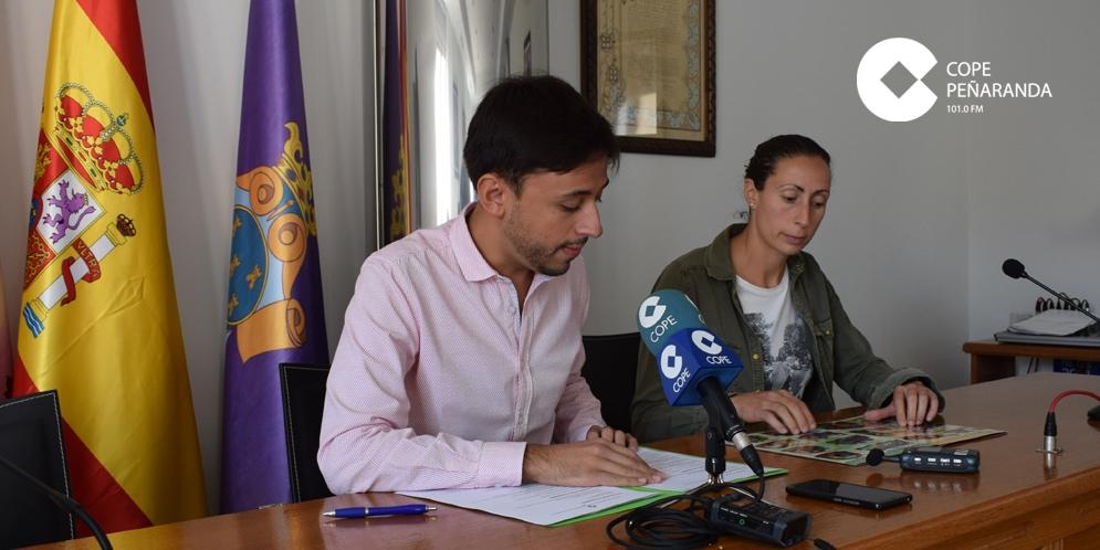 Francisco Diaz y Pilar García, durante la presentación del programa de las fiestas de San Miguel.