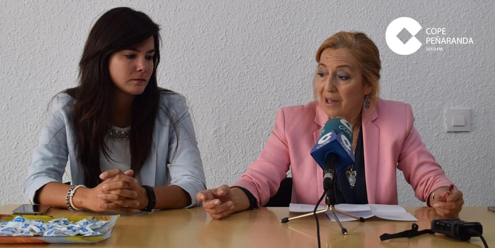 Las concejalas del PP, Cristina Comillas y Carmen Familiar.