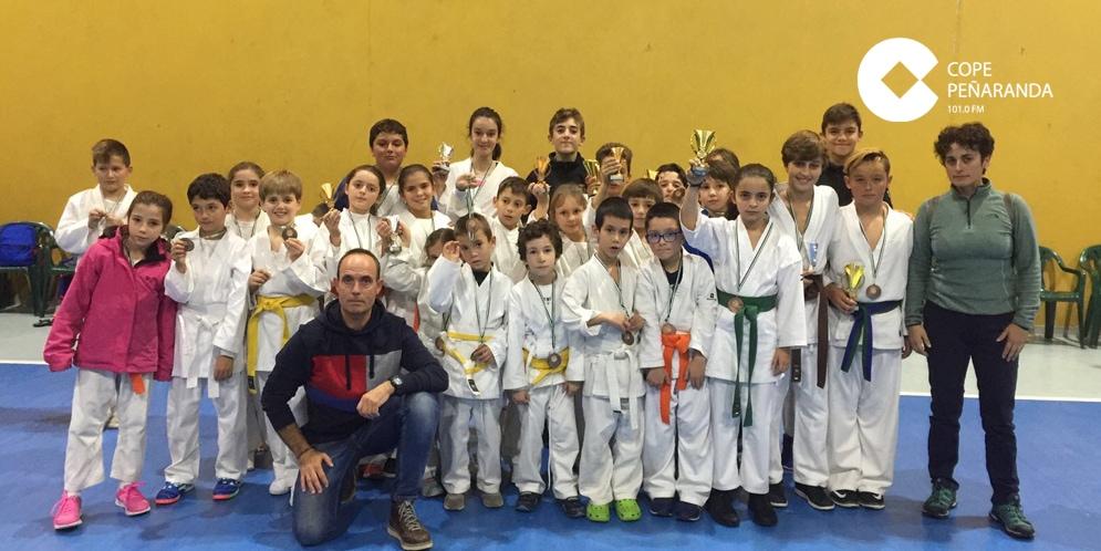 El Club de karate CID consiguió catorce podios en el VII Campeonato Valle del Ambroz.