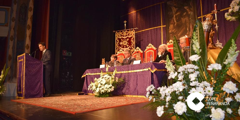 Fernando Pinto durante le pregón de la Semana Santa de Peñaranda.
