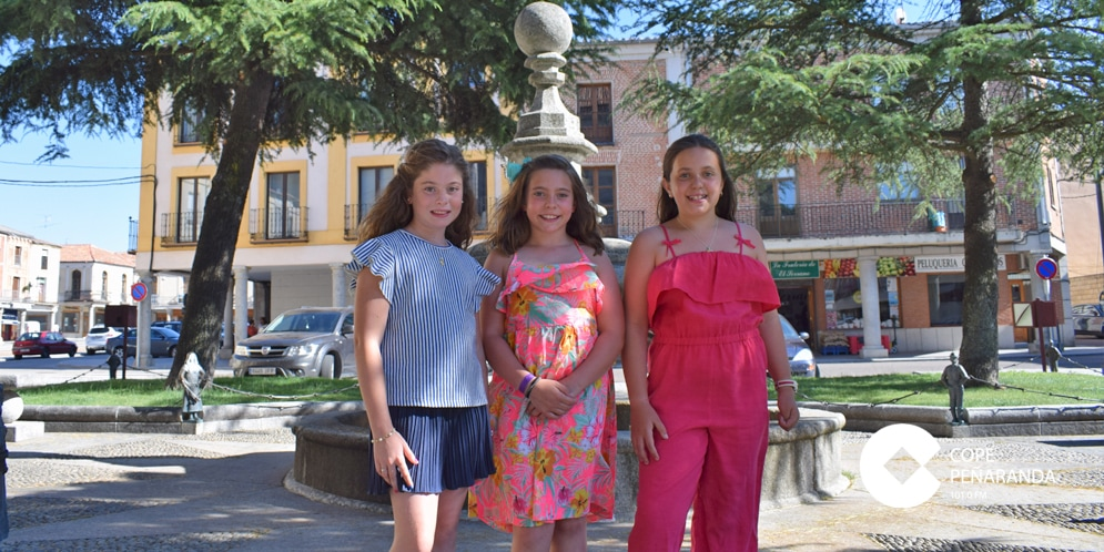 Celia Flores junto a Daniela Terradillos y Guadalupe García, reina y damas de la corte infantil de las Ferias.