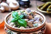 Праздничный салат с фасолью и куриным филе