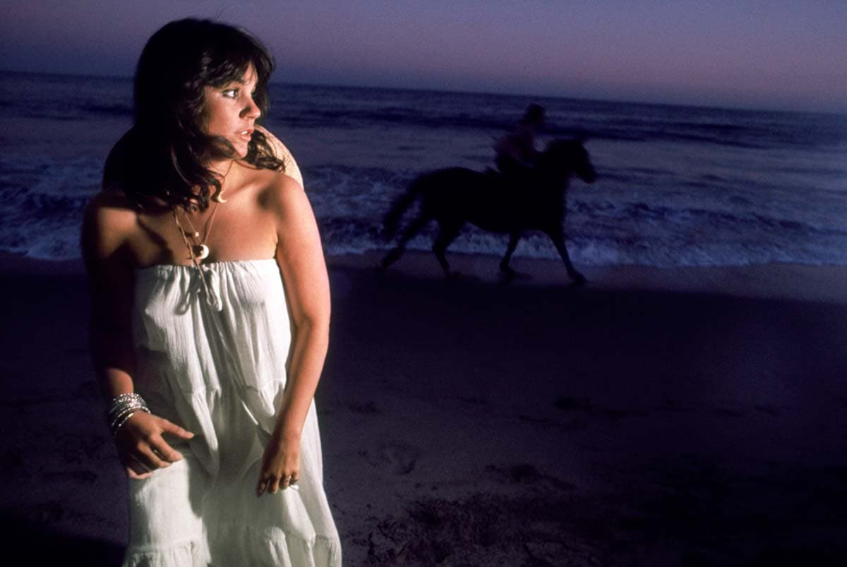 """Linda Ronstadt. """"Hasten Down the Wind."""" Malibu 1975. Photograph by Ethan Russell. Copyright: © Ethan Russell"""