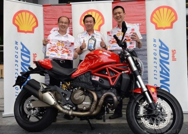 (L-R) GIVI Asia MD On Hai Swee, Shell Lubricants GM Leslie Ng and Mktg Mgr Alex Lim with a decaled Ducati Multistrada 1200S