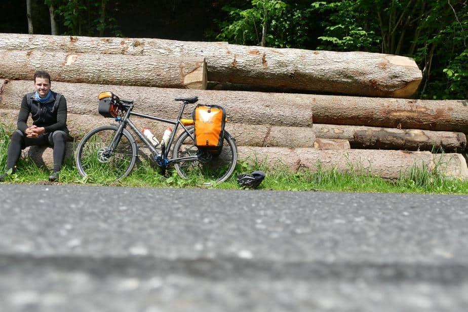 Pause im Lauterbachtal | Boar schwarz gekleidet und die Sonne knallte herunter, noch