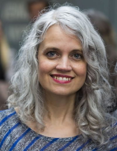 Celebrating women over 40 with long gray hair | 40plusstyle.com