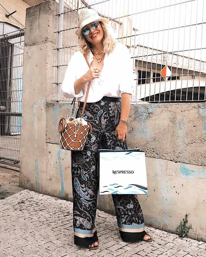 how to wear printed pants with a paisley print | 40plusstyle.com