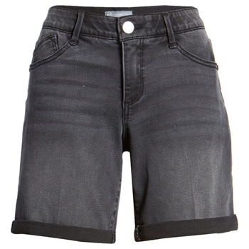 Black denim shorts | 40plusstyle.com