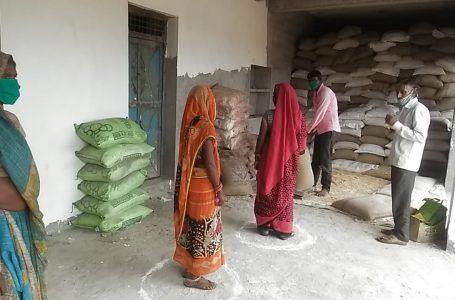 श्योपुर : कोरोना संक्रमण से बचाव हेतु जिले के समस्त ग्रामो मे चलाया जा रहा है दो गज कि दूरी, मास्क है जरुरी अभियान