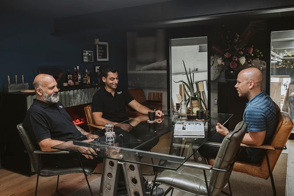 Interieurbouwer Gouda Die Met Hun Klant Hun Droom Interieur Aan Het Bespreken Zijn