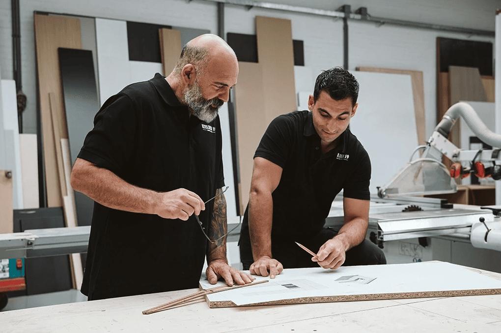 Interieurbouwers In Gesprek Over Keuken Op Maat Laten Maken Voor Klant Bergschenhoek