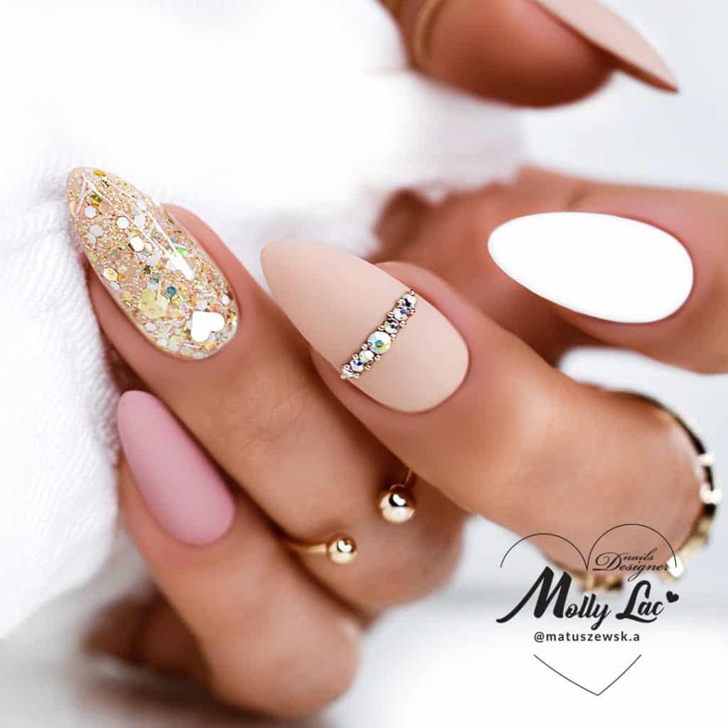 manicure kombinowany ze złotkiem