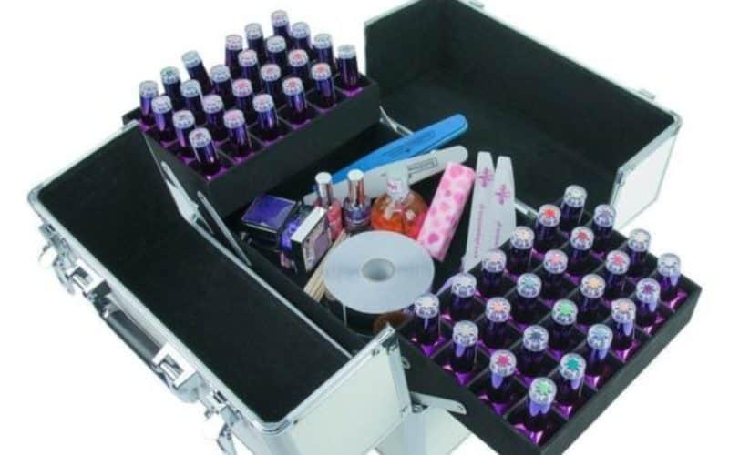 duzy kuferek kosmetyczny z kosmetykami