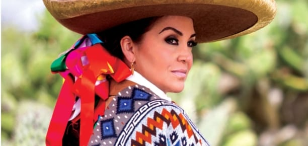 Aida Cuevas + Mariachi Juvenil Tecalitlán <br/><em>Totalmente Juan Gabriel</em>