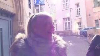 Geiler Sperma Walk mitten in der Innenstadt mit Teen Mira Grey von MyDirtyHobby