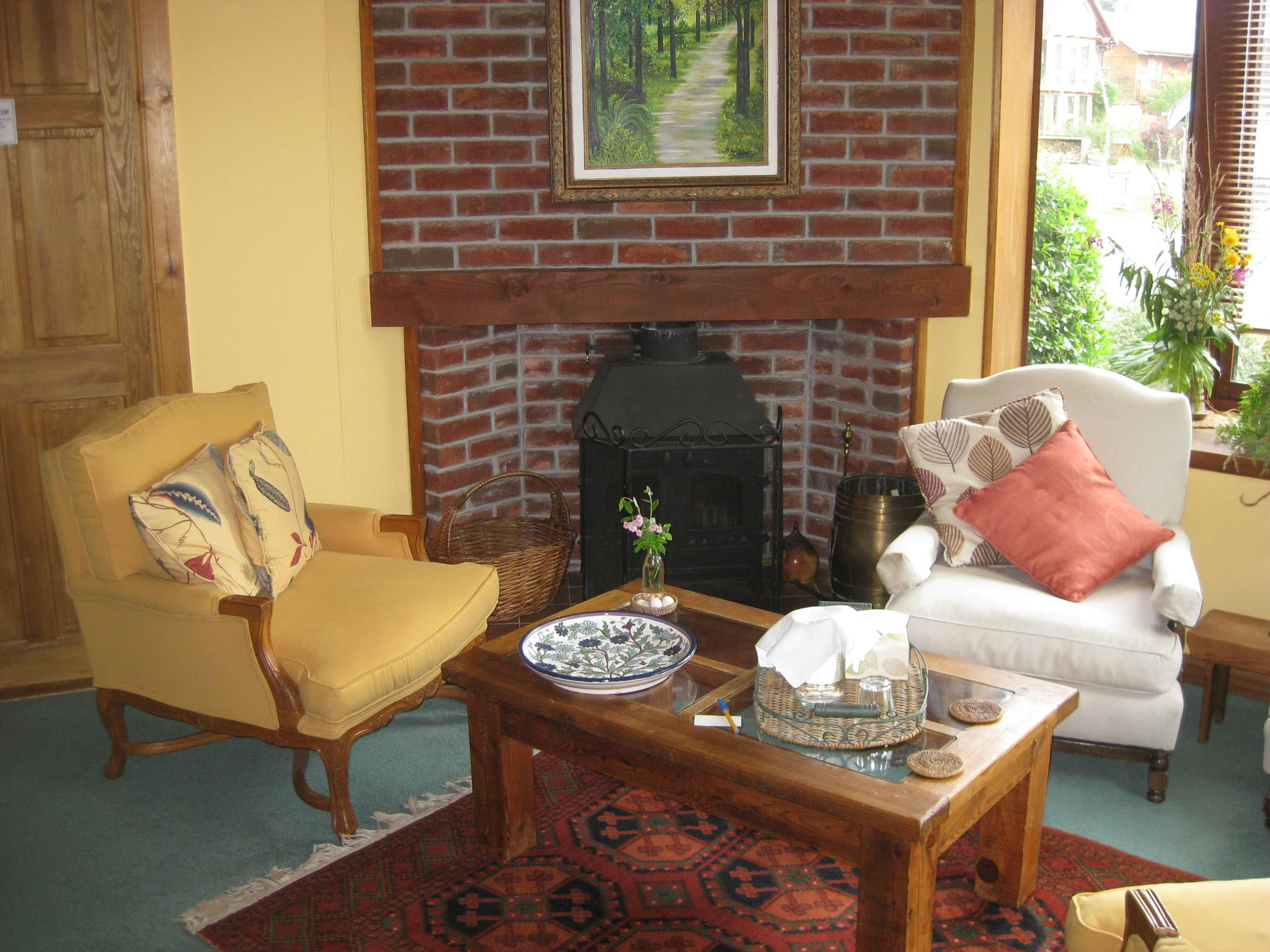 Guest's lounge with fireplace