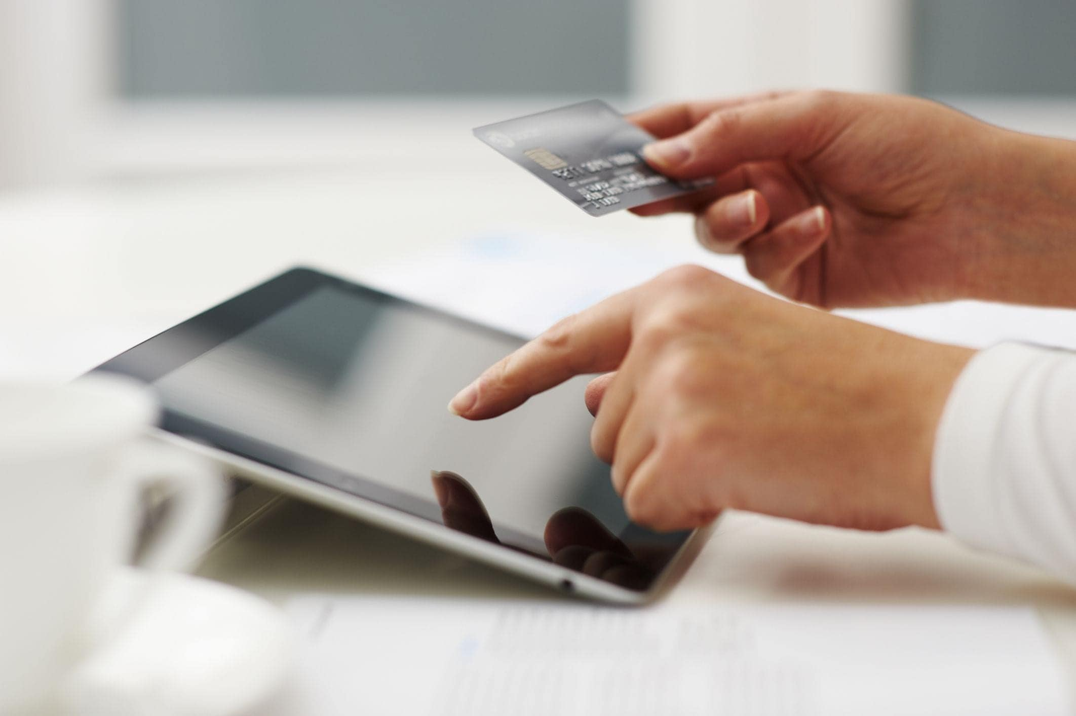 10 Good Reasons To Use A Credit Card Instead Of Cash