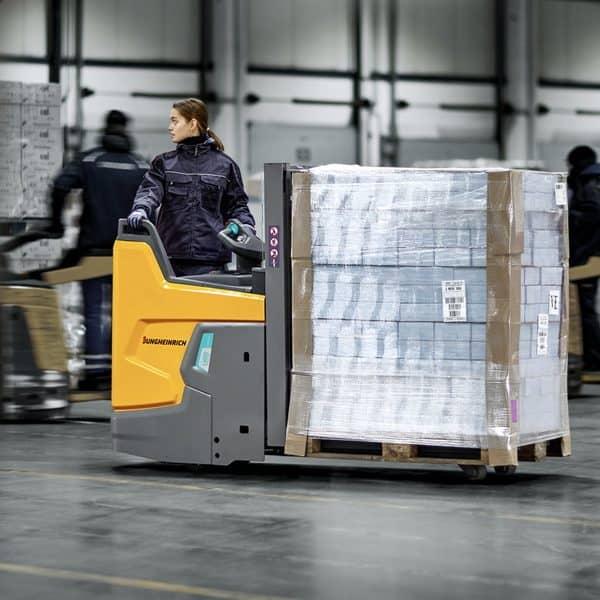 Jungheinrich presents new ERD 220i electric pallet truck