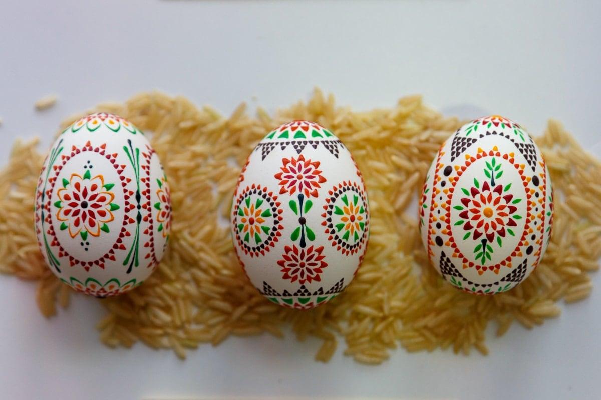 Drei Sorbische Ostereier mit Wachstechnik gestaltet