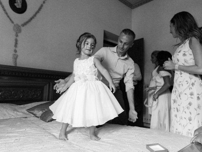 Bambina-Battesimo-Famiglia-10-705x529 Fotografo di Battesimo Cosenza Corigliano Rossano