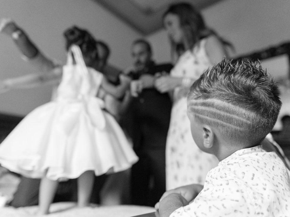 Bambina-Battesimo-Famiglia-11-987x740 Fotografo di Battesimo Cosenza Corigliano Rossano