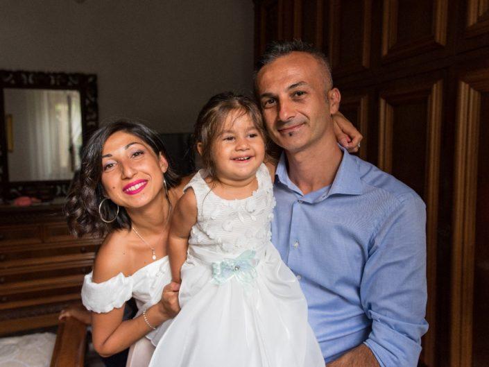 Bambina-Battesimo-Famiglia-15-705x529 Fotografo di Battesimo Cosenza Corigliano Rossano