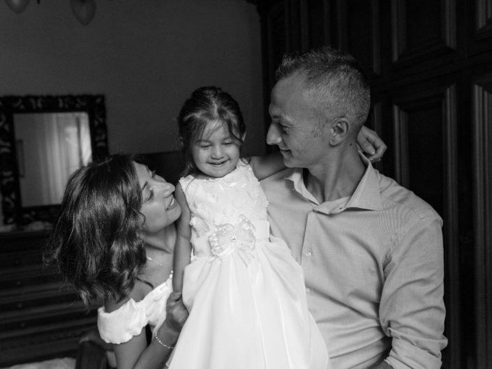 Bambina-Battesimo-Famiglia-16-705x529 Fotografo di Battesimo Cosenza Corigliano Rossano