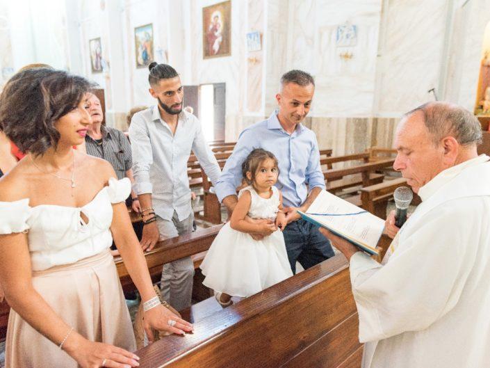 Bambina-Battesimo-Famiglia-22-705x529 Fotografo di Battesimo Cosenza Corigliano Rossano