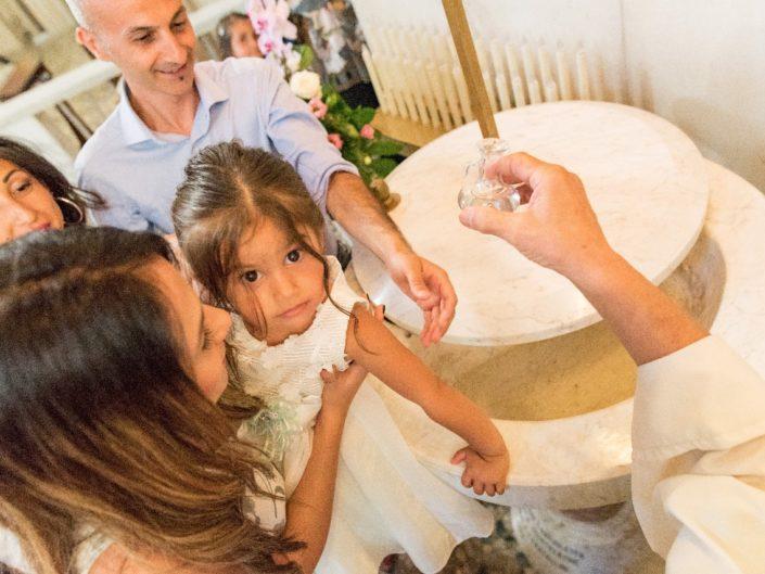 Bambina-Battesimo-Famiglia-29-705x529 Fotografo di Battesimo Cosenza Corigliano Rossano