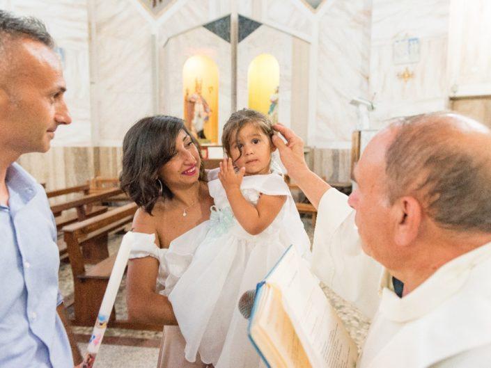 Bambina-Battesimo-Famiglia-32-705x529 Fotografo di Battesimo Cosenza Corigliano Rossano