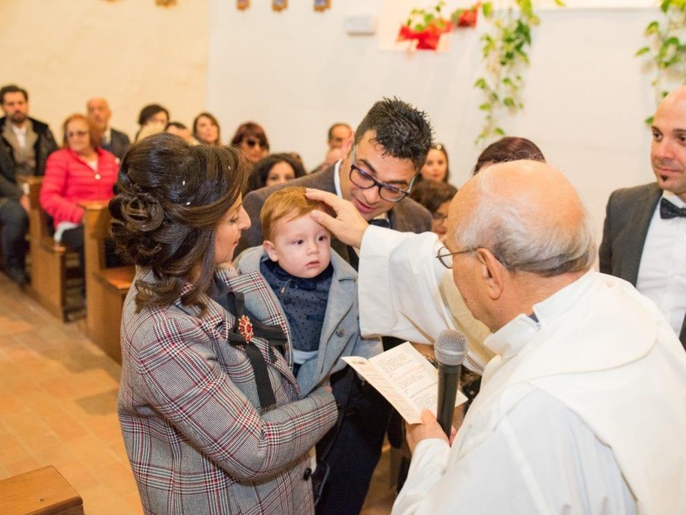 Bimbo-Battesimo-Rossano-18-987x740 Fotografo di Battesimo Cosenza Corigliano Rossano