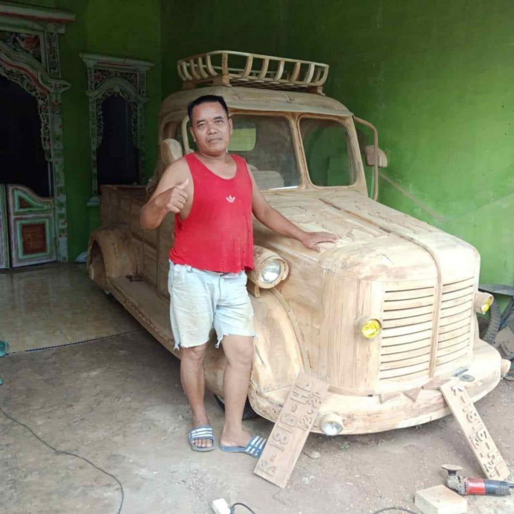 Mobil kayu jati