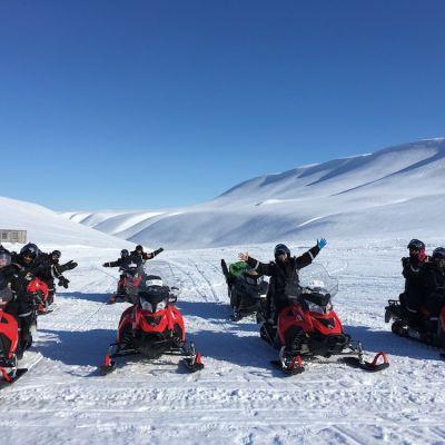 Snowmobile Safari g