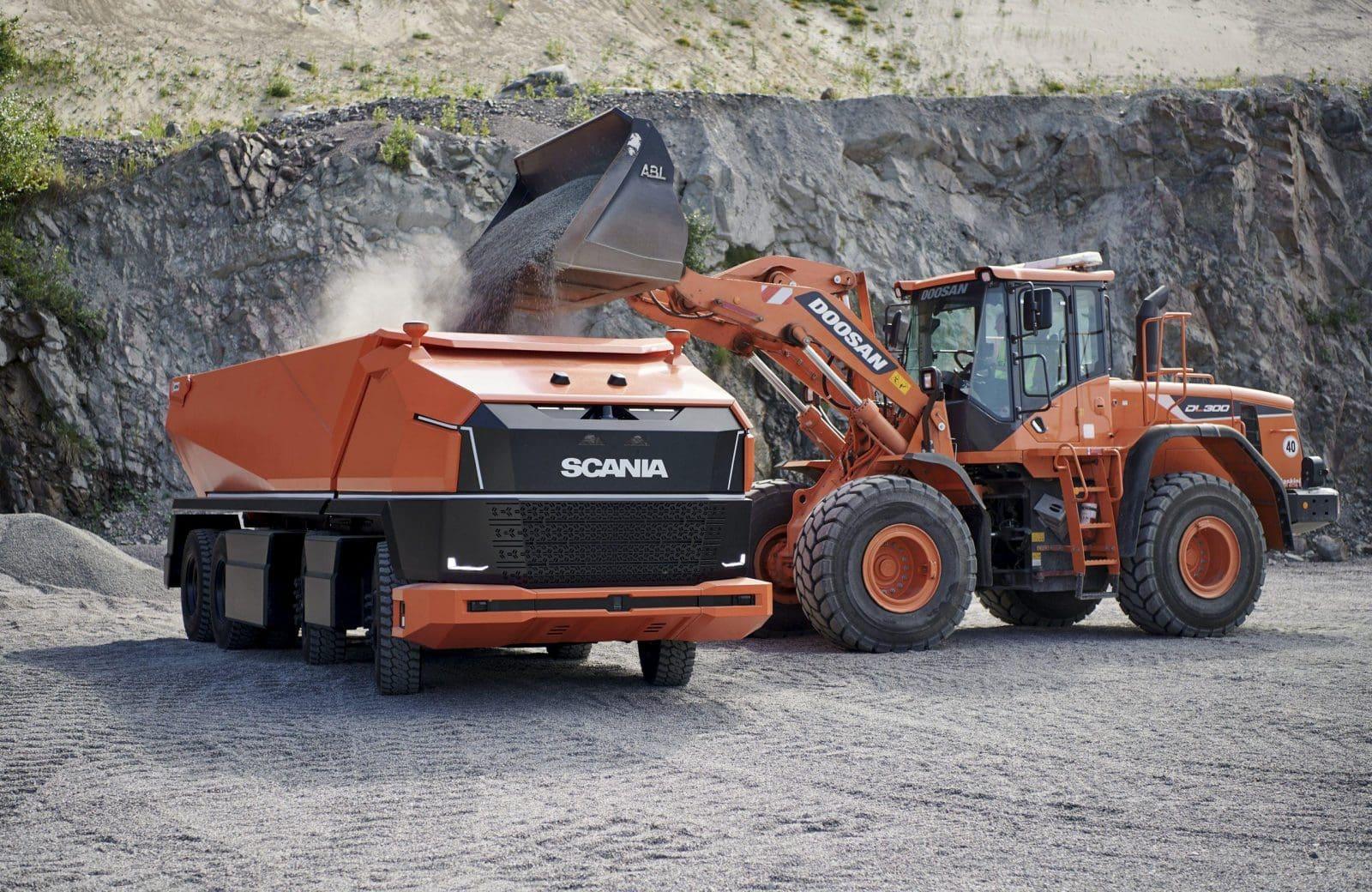Безпілотний самоскид Scania AXL перевозить гірничу масу та щебінь