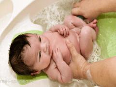 Как правильно подмывать новорожденную девочку?
