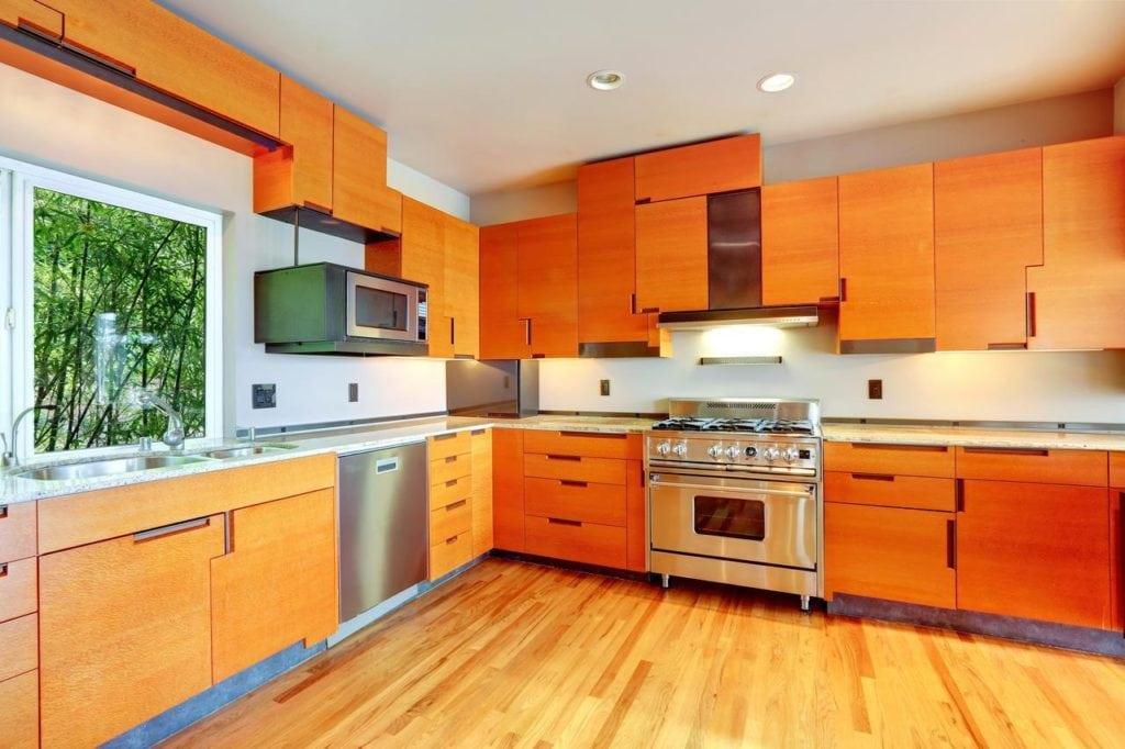 кухни оранжевого цвета фото в реальных квартирах