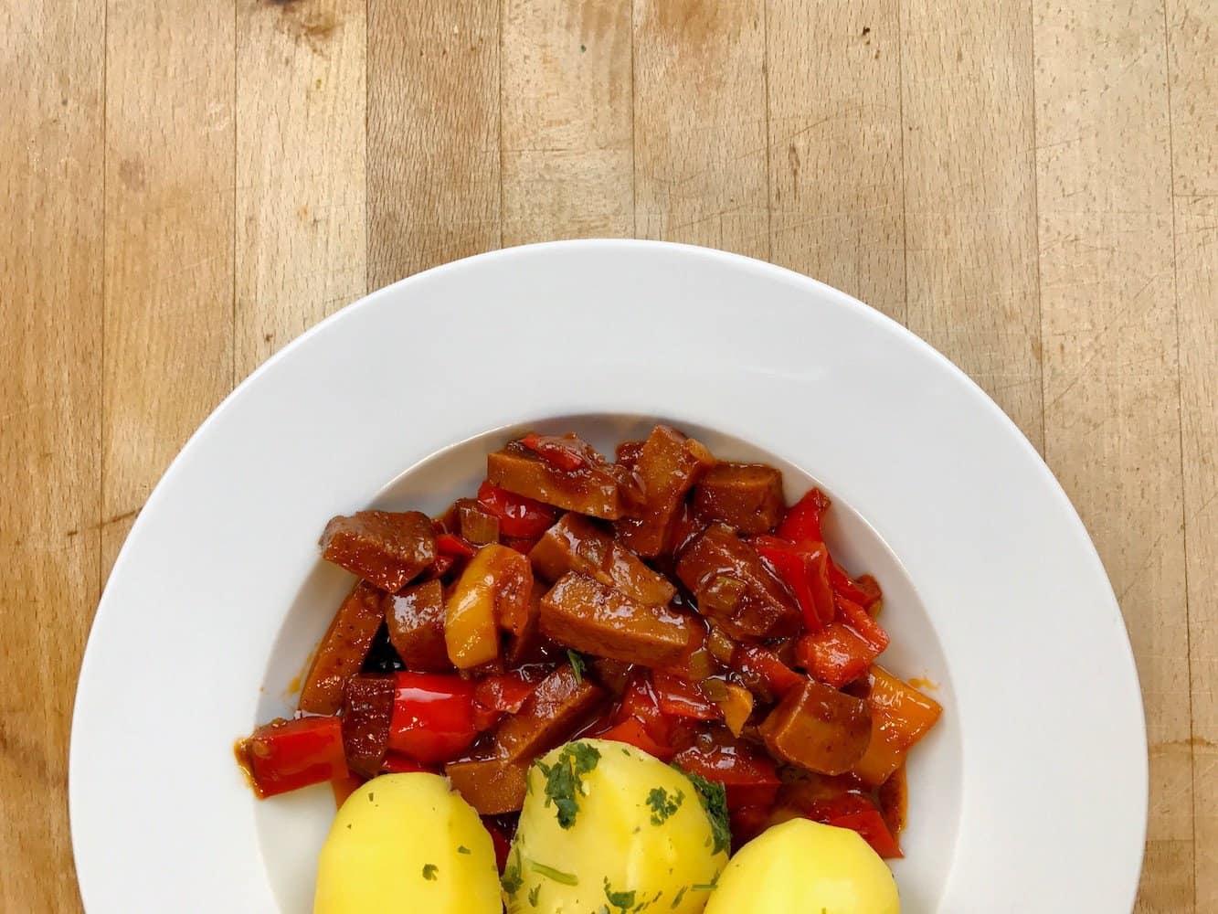 Mag jede Sau: Seitan-Paprika-Gulasch