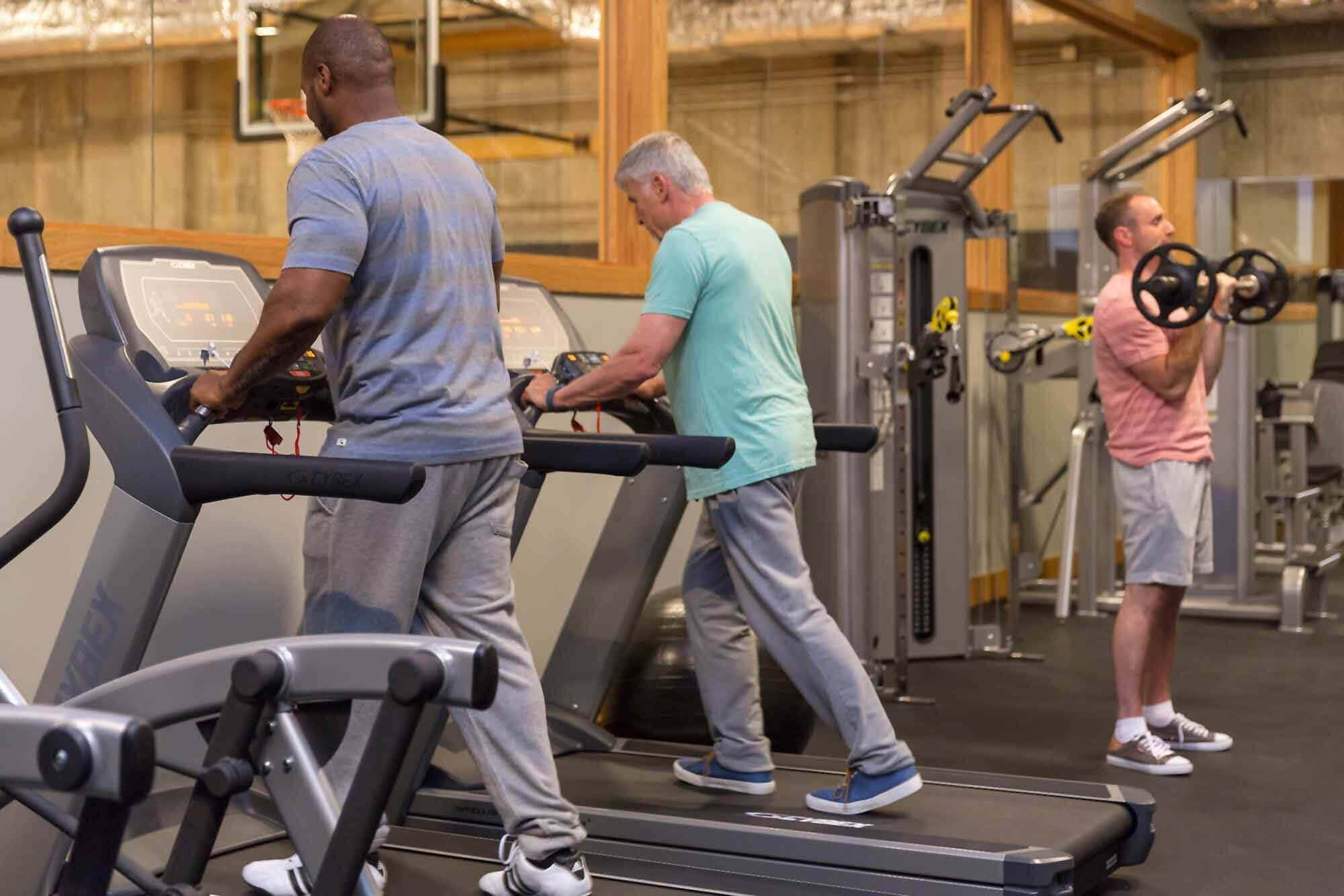 Men at Mountainside rehab's gym exercising to battle withdrawal symptoms.