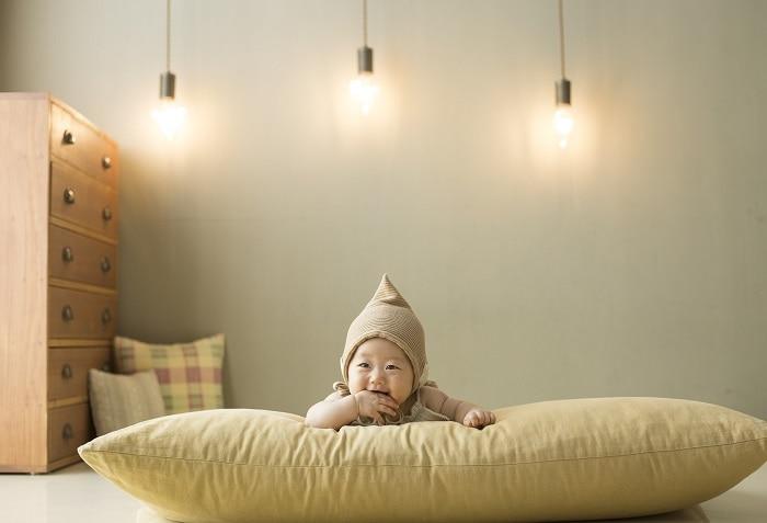 Trẻ Mấy Tháng Biết Lật Người ? Bài Học Thể Chất Đầu Tiên Của Trẻ