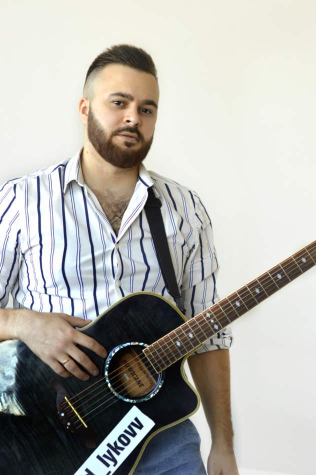 Курс гри на гітарі та вокал