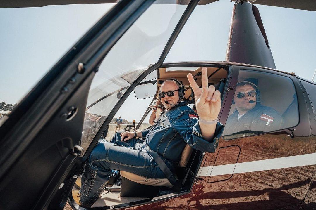 Полет над Говерлой на вертолете Robinson R44