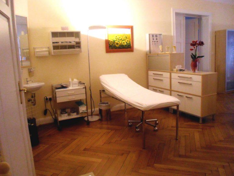Untersuchungen, Injektionen und Gelenkpunktionen werden in diesem Behandlungsbereich durchgeführt.