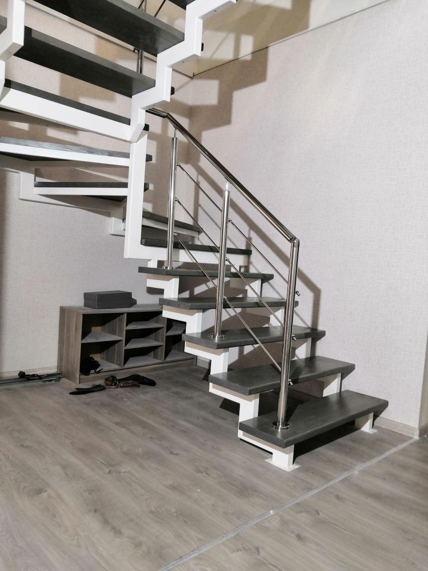 Отделка металлической лестницы в Уфе