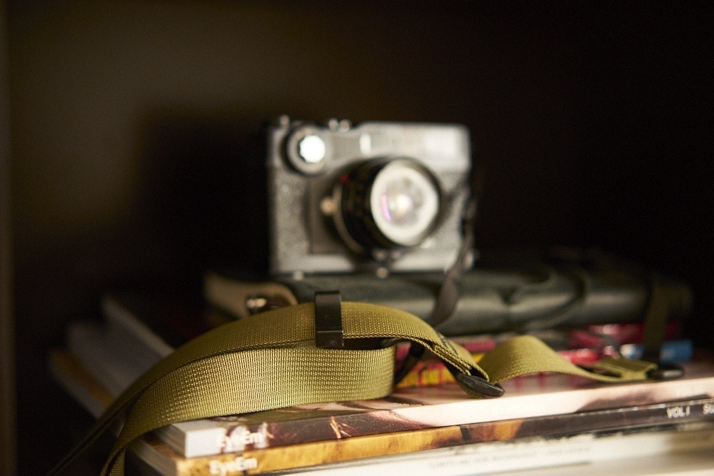 Chris Gampat the Phoblographer reviews the M1a Mirrorless Camera Strap