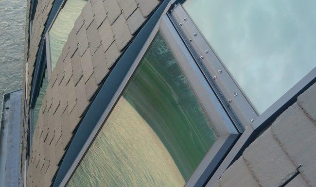 Fensterreinigung durch Industriekletterer am Rhein