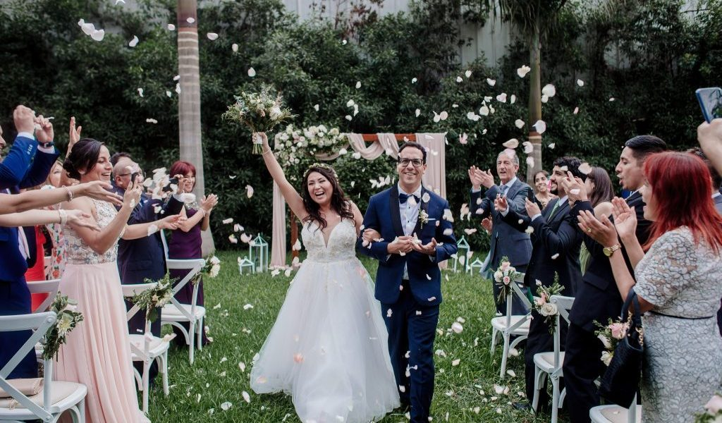 Privacidad u cercanía a tus seres amados, es una de las ventajas de tener una boda íntima.