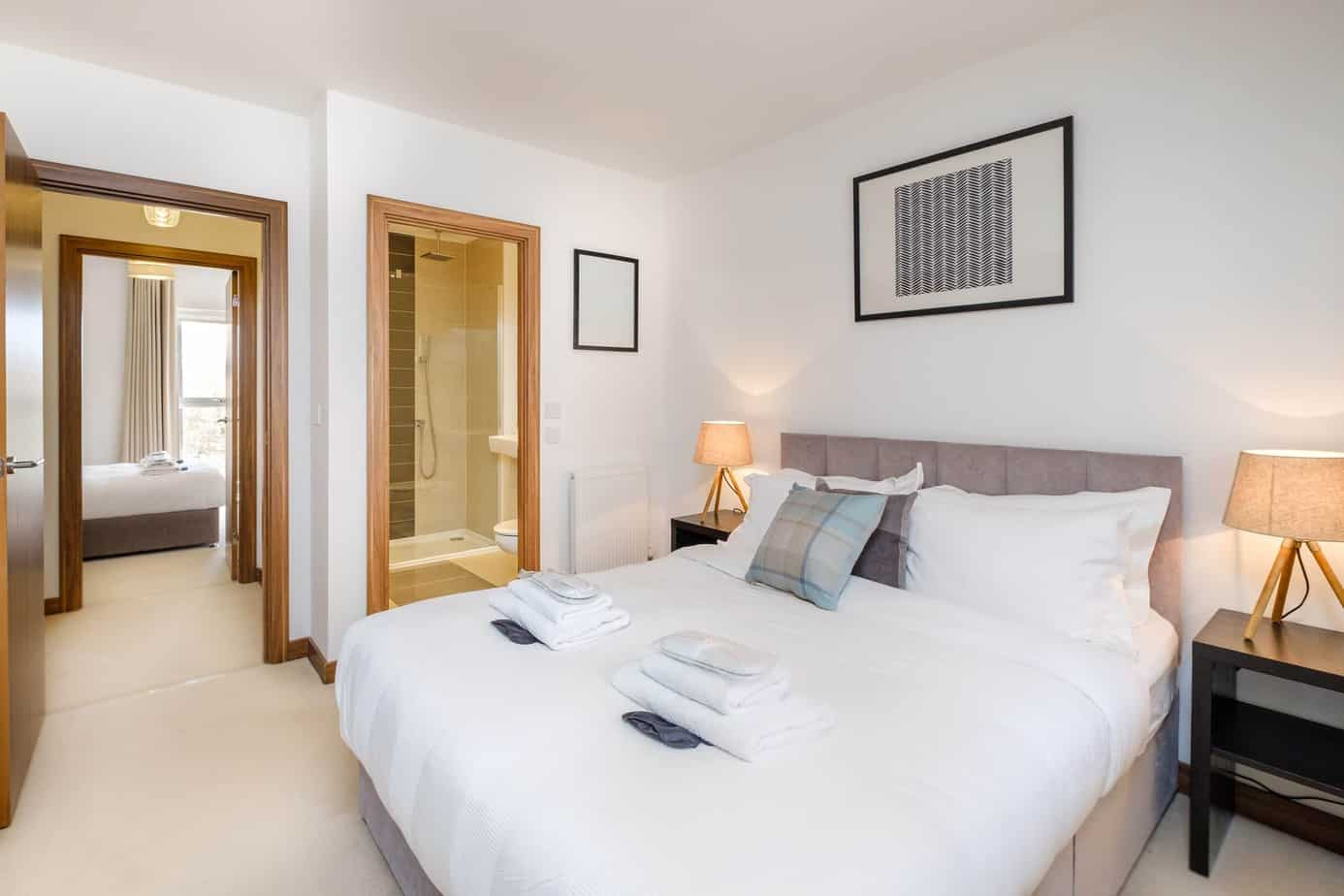 Flamsteed Duplex Serviced Apartment  master bedroom