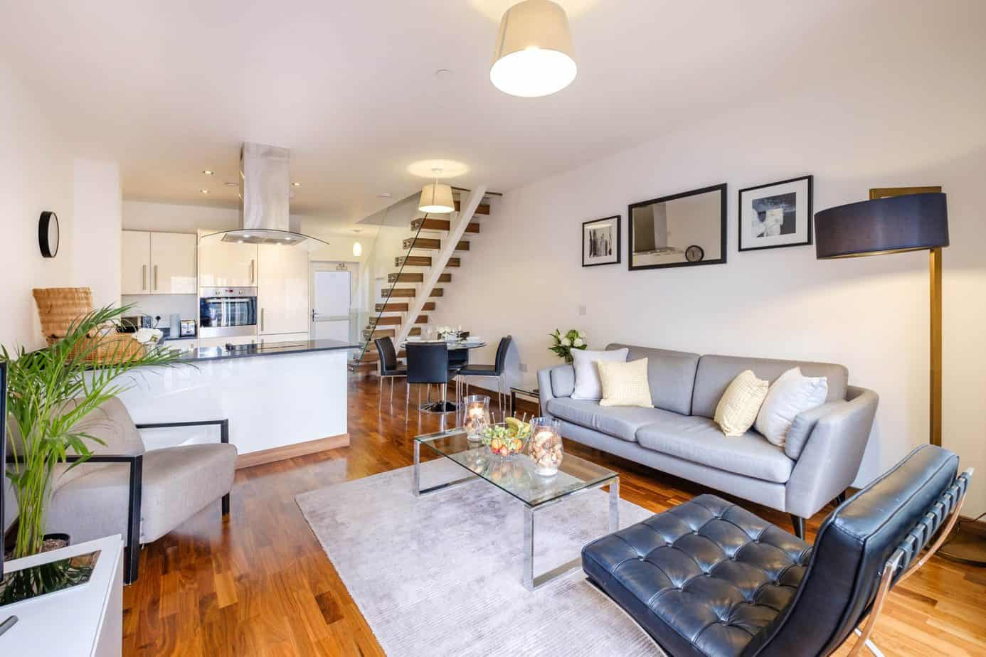 Tailored Stays Flamsteed serviced apartment livingroom open plan living and dining area