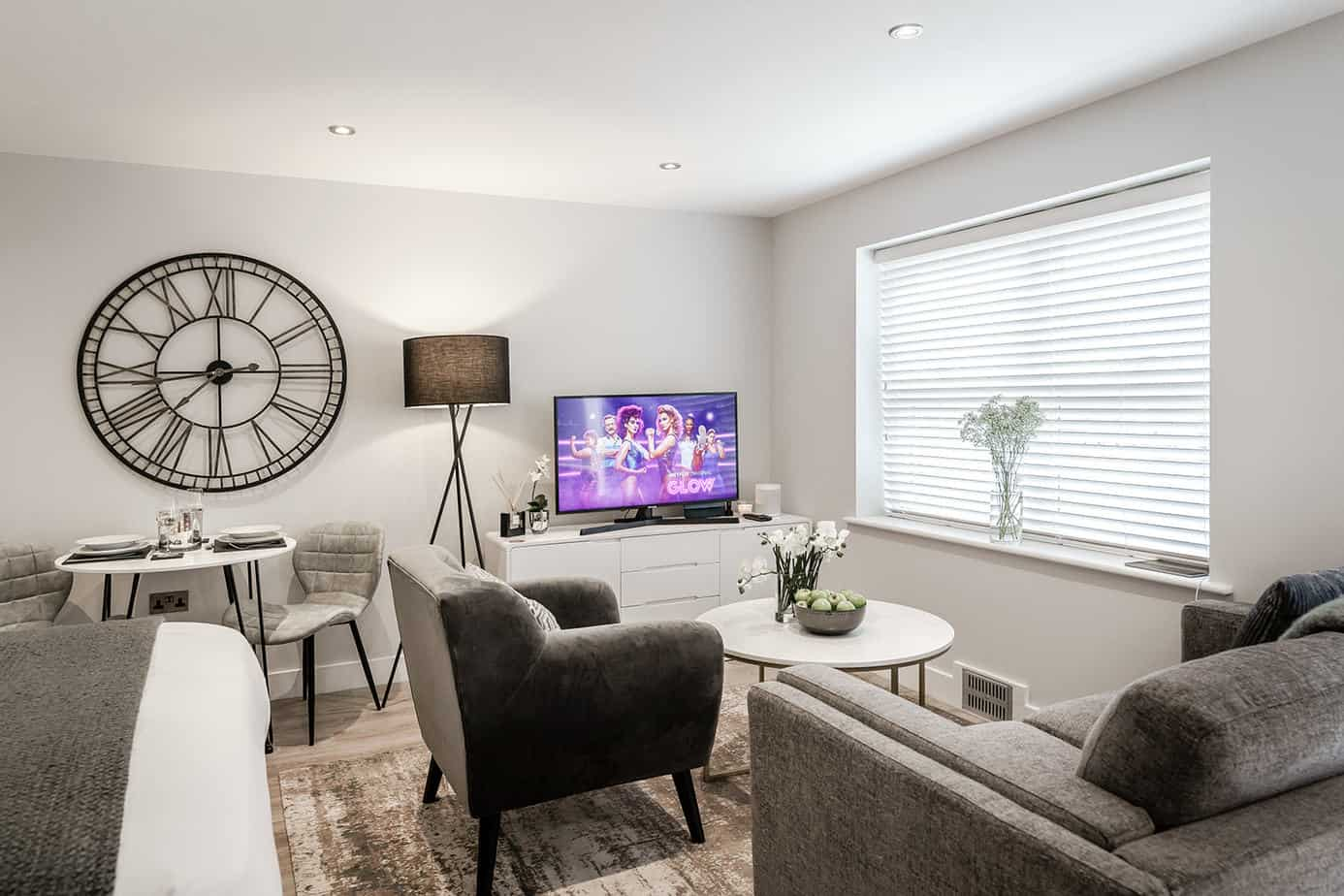 Tailored Stays Victoria Road with spacious living area complete with netflix, sonos and ipad