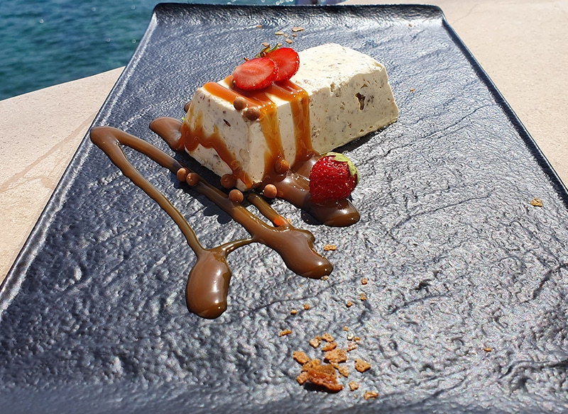 Almond semifreddo with crocant